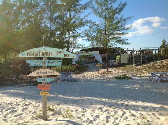 Ocean Reef Yacht Club & Resort: little neighborhood bar on the beach