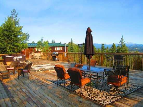 Eldora Lodge : Breathtaking views from the back deck.