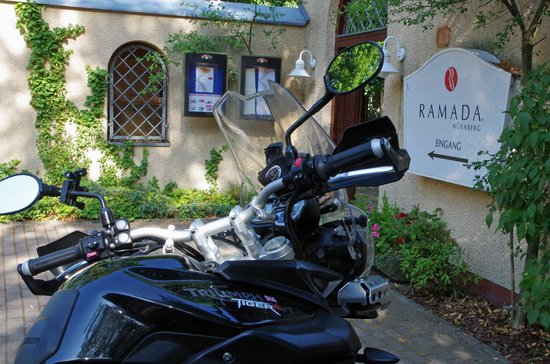 Ramada Nuernberg Landhotel: Good parking facilities