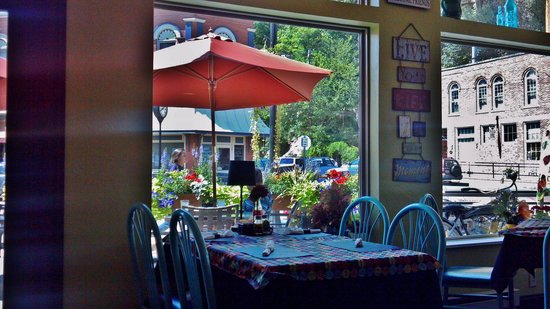 Cafe McGregor: Outdoor seating as well as indoor.