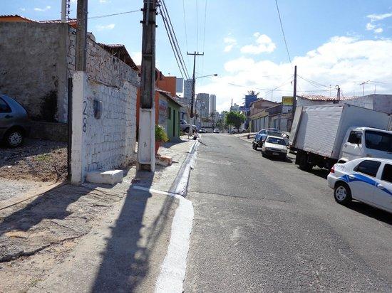 SESC Enseada Praia Hotel: Rua que da acesso a ladeira