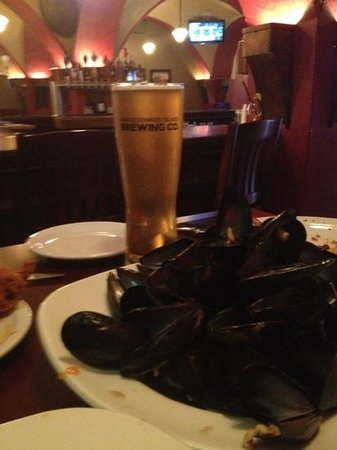 St James Gate Pub & Restaurant : Sir John A wheat ale beer and mussels