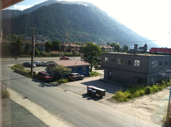Juneau Hotel: Living room view-Mount roberts