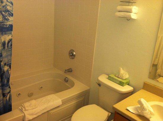 Juneau Hotel: jacuzzi tub