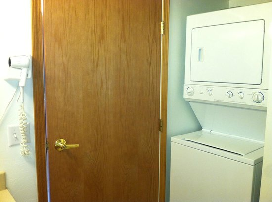 Juneau Hotel: full washer and dryer behind bathroom door