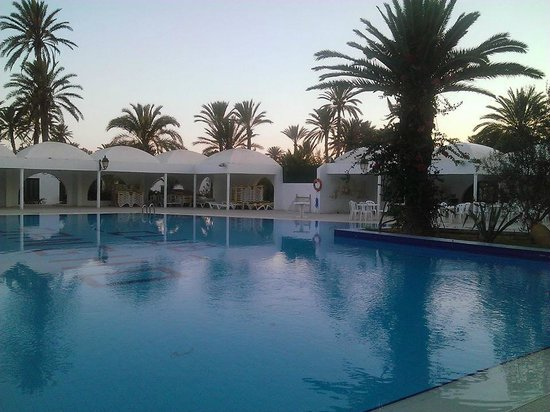 Piscine photo de sangho club zarzis zarzis tripadvisor for Club piscine lasalle