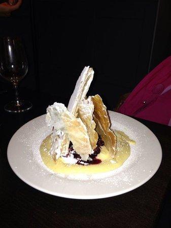 Luciano's Ristorante Italiano: Pasta sfoglia con crema e frutti di bosco