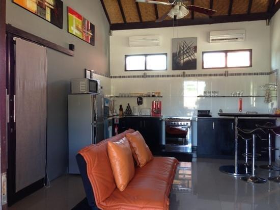 Tropica Gili Trawangan: apartment kitchen