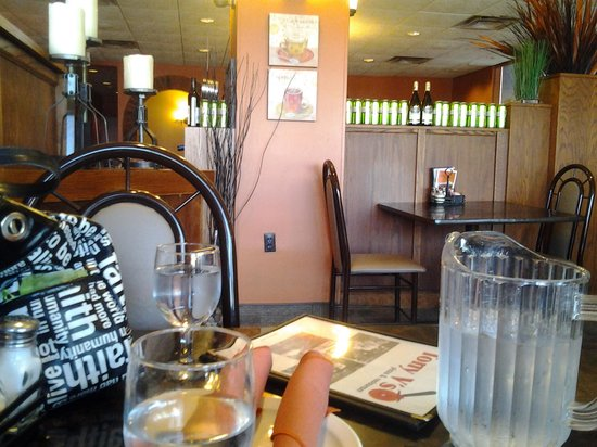 Tony V's Pizza & Restaurant: bad shot of the restaurant