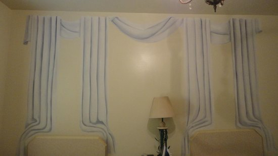 Boulevard Hotel Ocean Drive: Painted curtains on the wall! SERIOUSLY?!?!?!?!