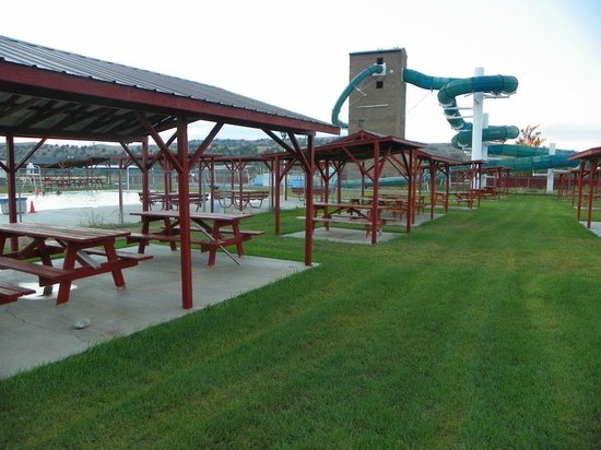Riverdale Resort : the covered picnic areas