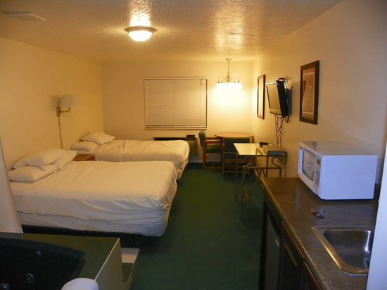 Riverdale Resort: double queen room