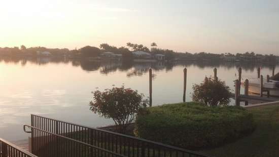 Hampton Inn and Suites Bayside Venice: Inter Coastal