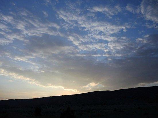 Black Mesa Bed & Breakfast: Sun setting over the mesa