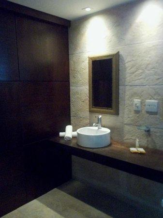 The Villa: Salle de bain