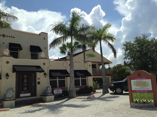 The Ringling Beach House - A Siesta Key Suites Property: view from the street