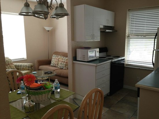 The Ringling Beach House - A Siesta Key Suites Property : full kitchen
