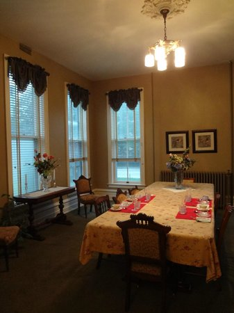 The Casey-Pomeroy House : Dining room