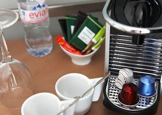 Best Western Premier Le Swann : Machine à café Nespresso dans chaque chambre