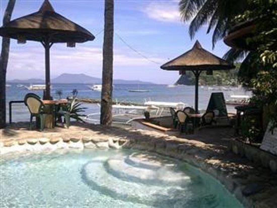 Portofino Beach Resort : Pool and Beachfront