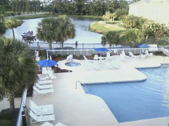 Fairfield Inn Myrtle Beach Broadway at the Beach : Pool and Pond