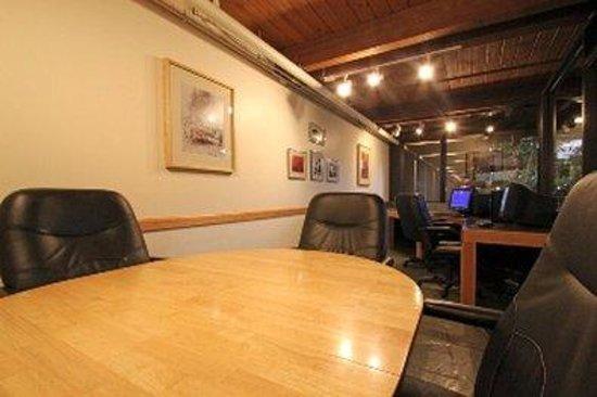Fireside Inn & Suites: Businesscenter