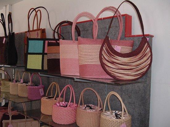 Hup Kraphong Royal Development Project Center: bags handmade