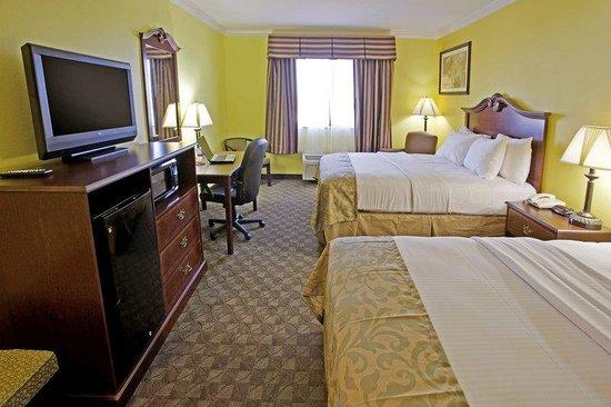 Days Inn Salado : Two Queen Guest Room