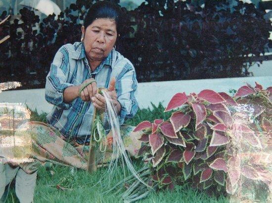 Hup Kraphong Royal Development Project Center: sisal for the bags