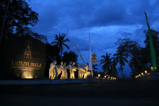 Taman Nusa: Entrance