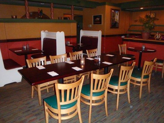 The Alamo Bar & Grill - Newbury Park: inside