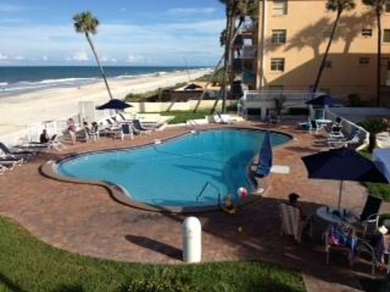 Days Inn Ormond Beach Mainsail Oceanfront : View from balcony