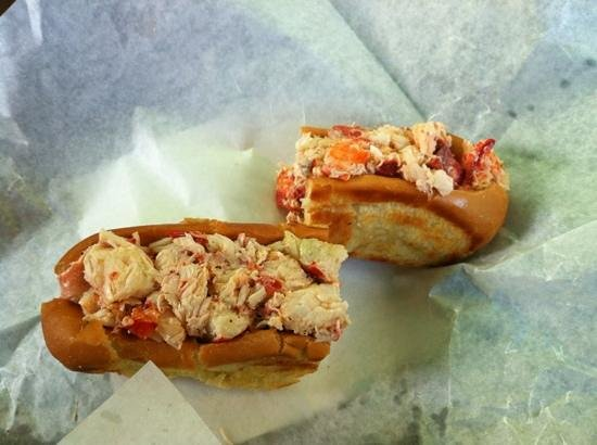 Libby's Market: Medium lobster roll