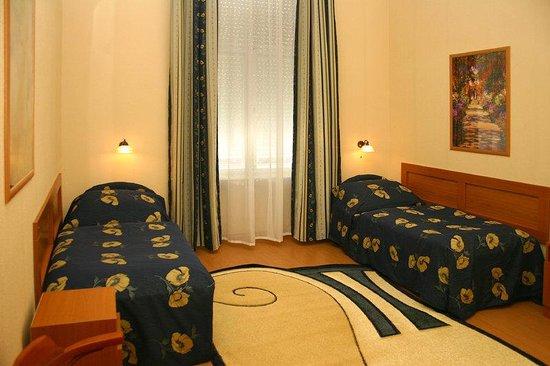 Hotel Swing City: Room
