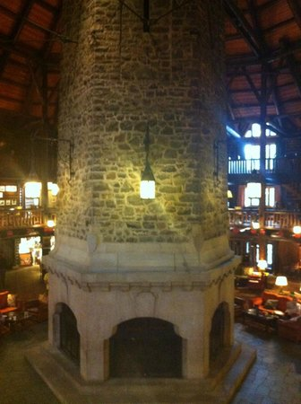 Iconic fireplace picture of fairmont le chateau for Montebello fireplace