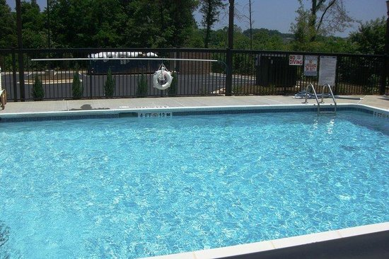Holiday Inn Express Pembroke: Outdoor Seasonal Pool-Relax with the Family!