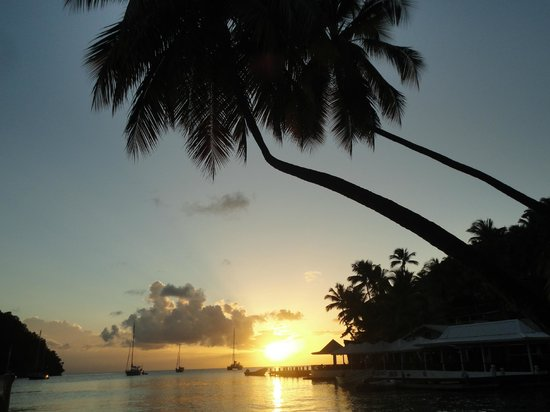 Marigot Beach Club and Dive Resort: Sunset taken from lying on lounge chair from hotels beach