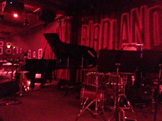 Birdland: 大きめのステージ