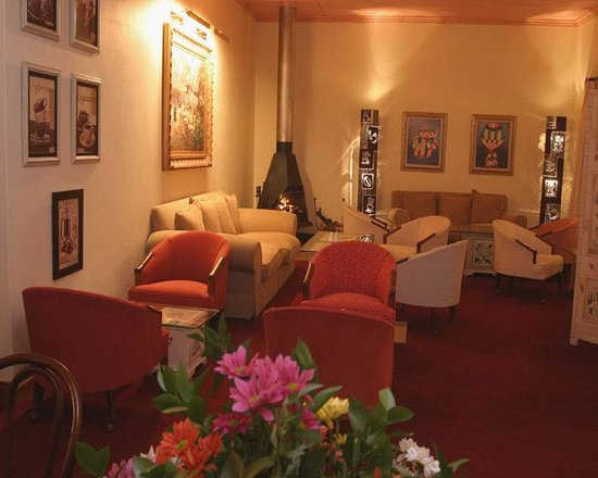 Magoebaskloof Hotel: The Coffee Bean Lounge Area