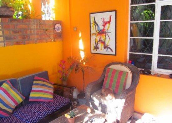 Palmeiras Guest House: Garden Area (internet works here)
