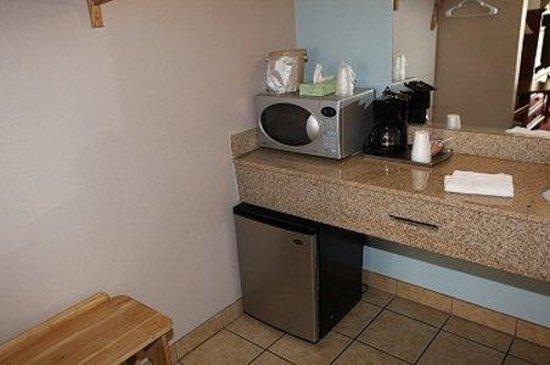 Oceano Inn: Microwave Fridge