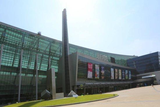 BEXCO (Busan Exhibition & Convention Center): entrance of Bexco