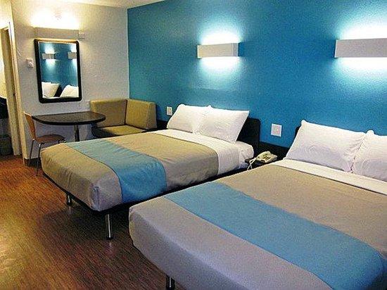 Motel 6 Overland: MDouble2