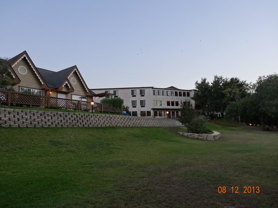 Inn on Barons Creek: Rear of Hotel and Suites
