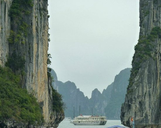 Hanoi Boutique Hotel 2 : Take a day out tour of Halong Bay..a MUST!