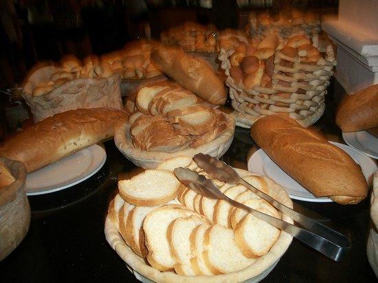 Memories Splash Punta Cana: Tout un assortiment de pain à chaque repas