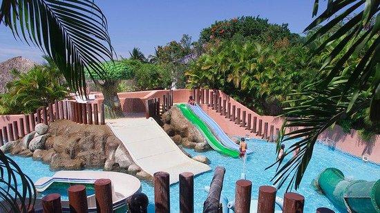 Azul Ixtapa Beach Resort & Convention Center: Kids Pool