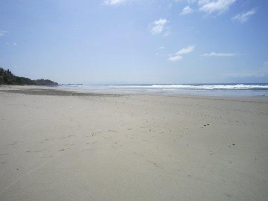 Ylang Ylang Beach Resort: Deserted Grande Playa