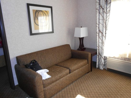 Holiday Inn Express Grove City-Prime Outlet Mall: Sitting area of our room