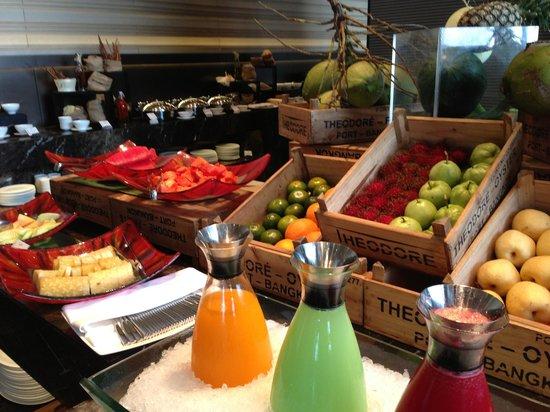 The Okura Prestige Bangkok: 朝食 フルーツコーナー